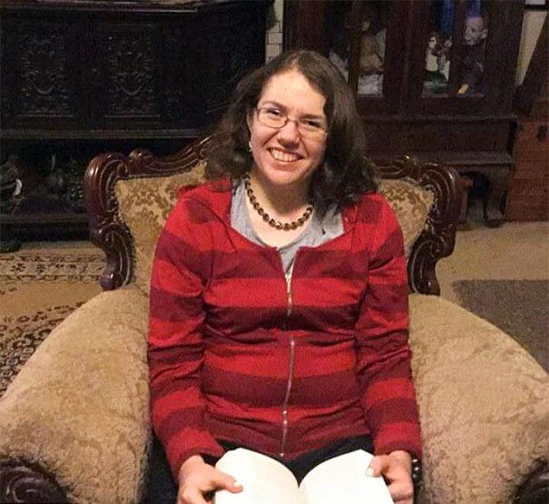 ريبيكا شاروك احدى المصابات ب هايبرثيميسيا