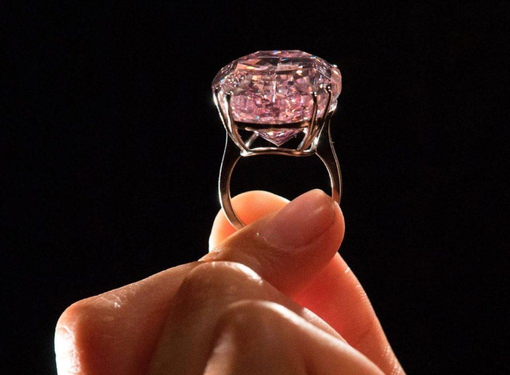 الماسة الوردية او star pink على خاتم