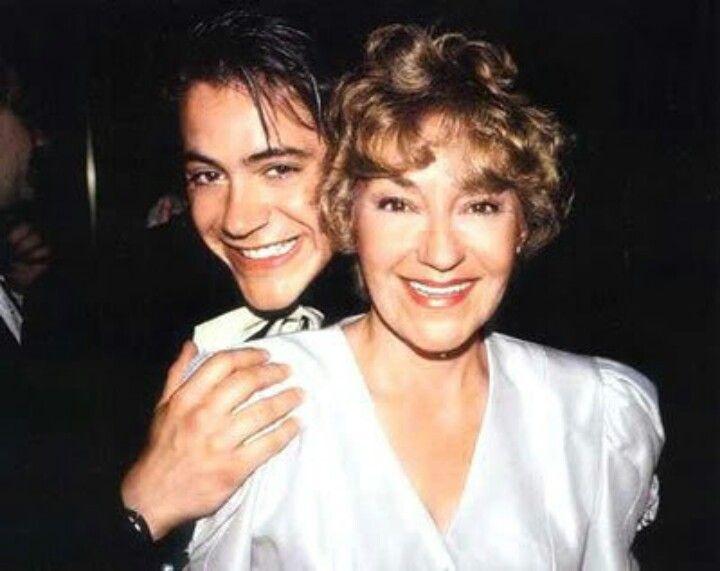 روبرت جون داوني مع أمه