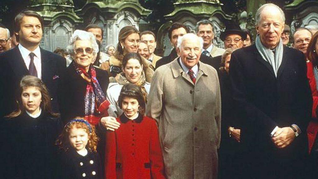 صورة تذكارية لافراد عائلة روتشيلد