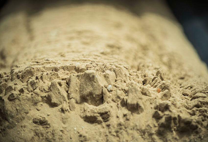 الفوسفات او الفسفور هو واحد من عناصر الحياة الستة