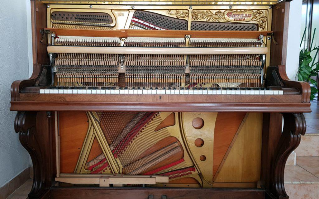 بيانو يحتوي قطع ذهبية بمليون دولار