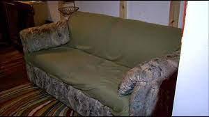 اريكة تحتوي نقود
