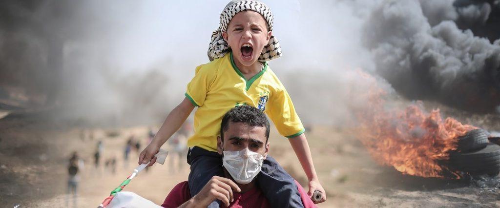 اطفال فلسطين تمشي المقاومة في عرقهم مجرى الدم