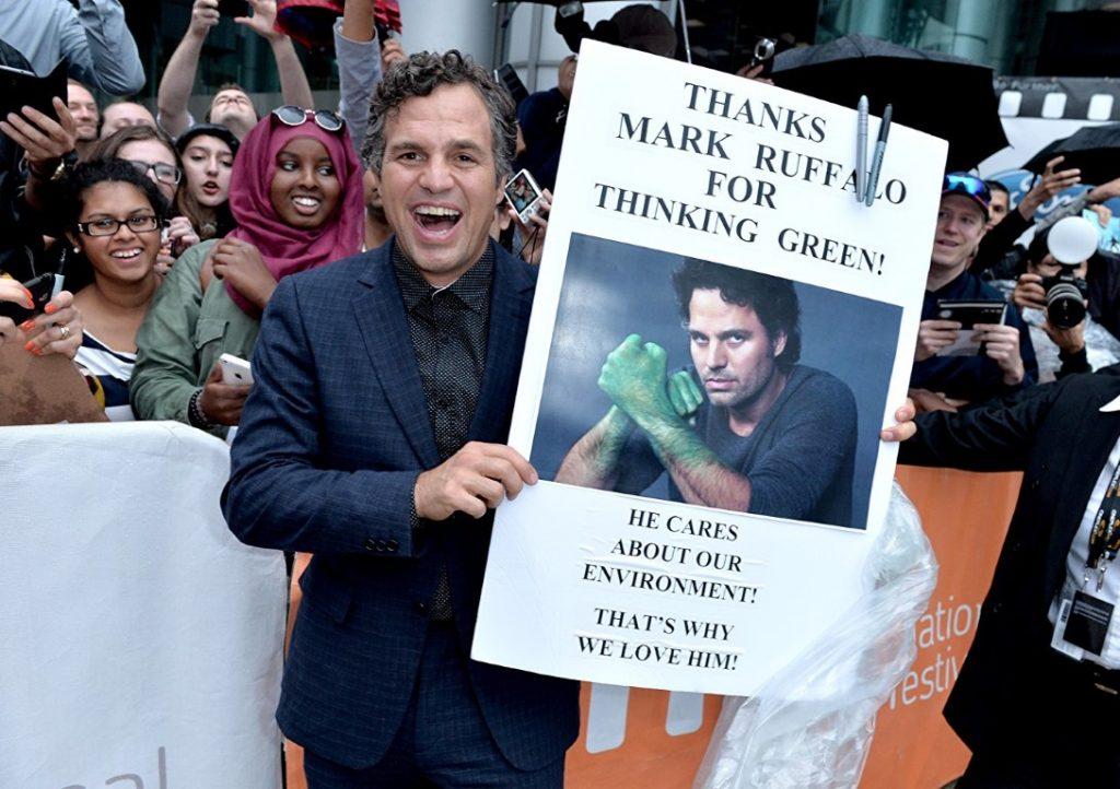 مارك رافالو معروف عنه دعمه للقضية الفلسطينية وايضا لقضايا بيئية وعالمية كتغير المناخ