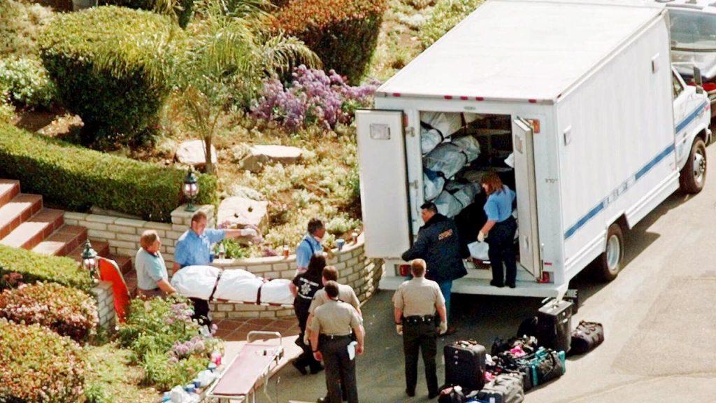 انتحار جماعي لأتباع طائفة بوابة السماء والتي راح ضحيتها  39 شخص