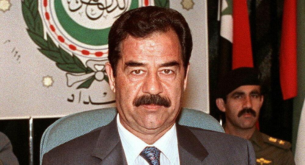 في كتاب اعترافات قاتل اقتصادي يحكي جون كيف بدأت قصة غزو العراق بخطة محكمة