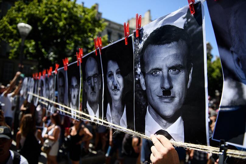 مظاهرات في فرنسا ضد ديكتاتورية الرئيس ايمانويل ماكرون والتي يسمونها بالماكرونية