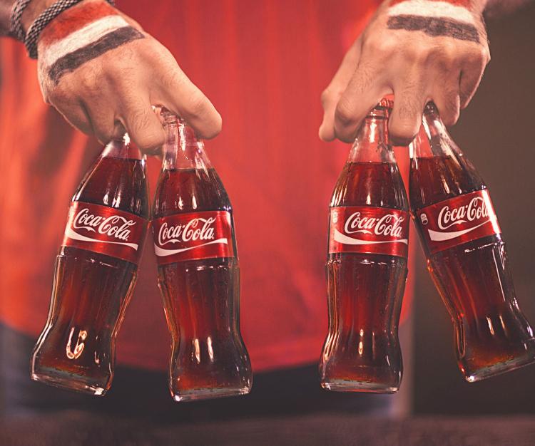 لا يوجد كوكاكولا في سلطنة عمان ونادوا ما ستجدها لان الناس لا يستهلكونها