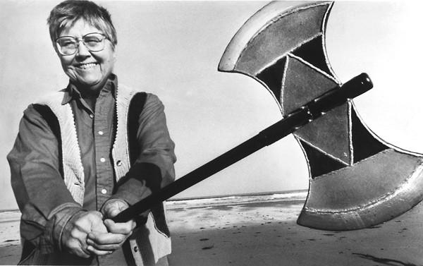 ماري دالي نسوية راديكالية ,  معلمة وفيلسوفة وكاتبة أمريكية. عملت كمدرسة للفلسفة واللاهوت في كلية كاردينال كوشينغ وأستاذة مساعدة في اللاهوت في كلية بوسطن. دالي ألفت كتب مثل Beyond God the Father و Gyn / Ecology و Amazon Grace.